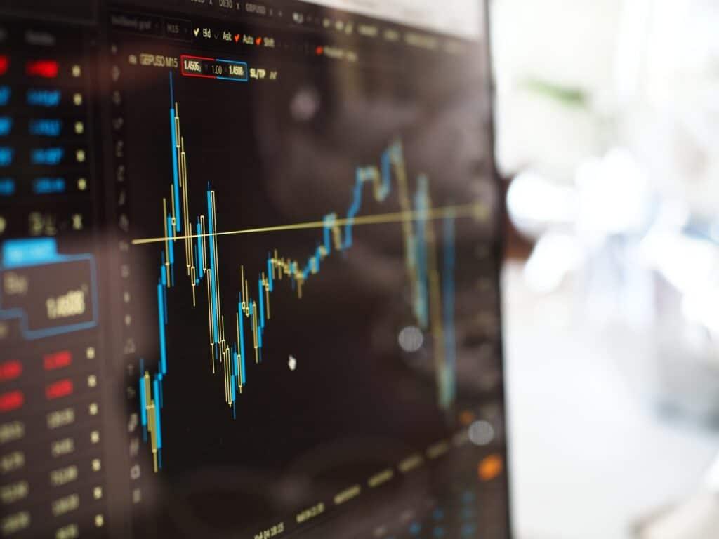 Mercado: investidores se mantém atentos aos reflexos da aprovação do Orçamento 2021