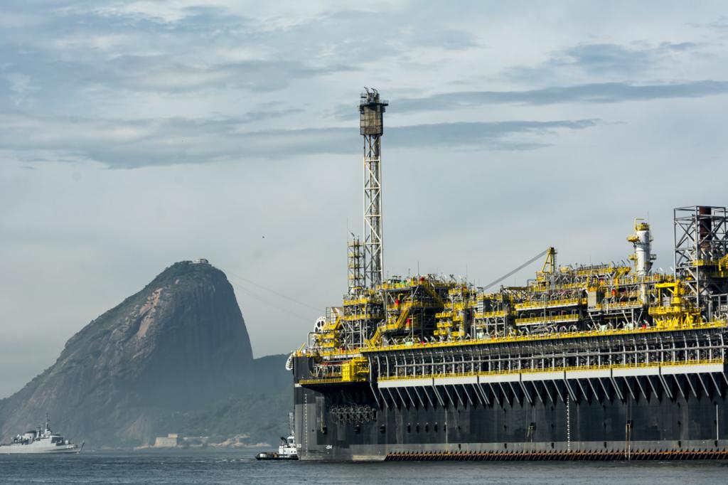 A Petrobras demitiu nesta segunda-feira, 29, Claudio Costa da gerência de Recursos Humanos. Ele ocupava o cargo desde o início da gestão do presidente da companhia, Roberto Castello Branco