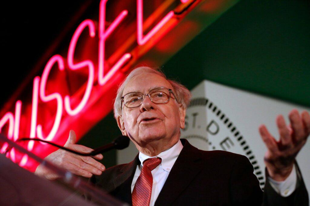 Warren Buffet entra para time dos US$ 100 bi