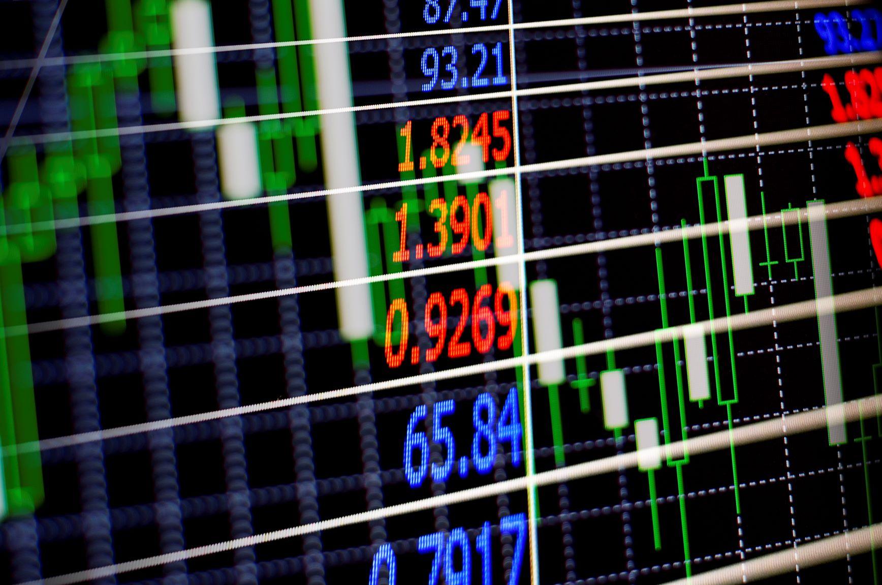 Mercado ao vivo: Bolsa busca recuperação com commodities e investidores seguem atentos ao cenário fiscal; dólar cai mais de 1,1%