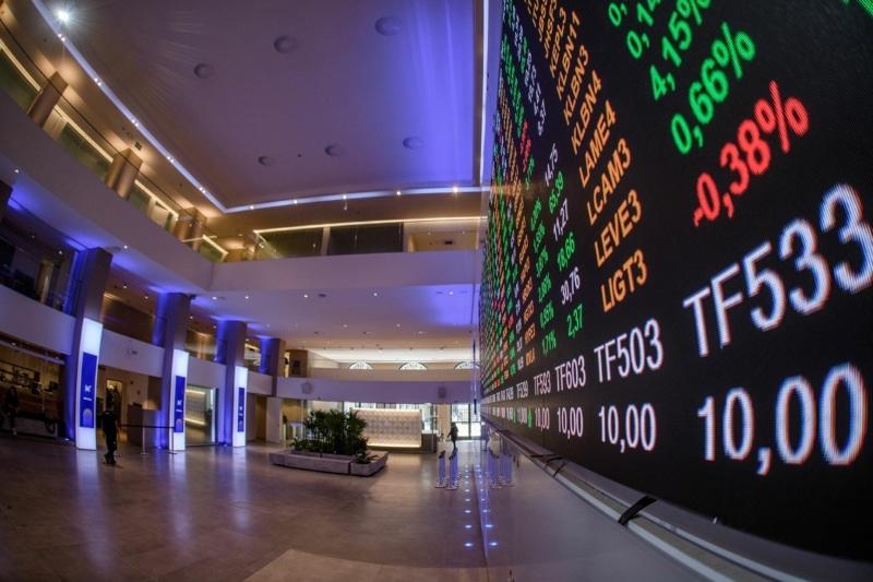 Bolsa fecha em alta de 0,59%, com Vale e bancos; dólar cai a R$ 5,16