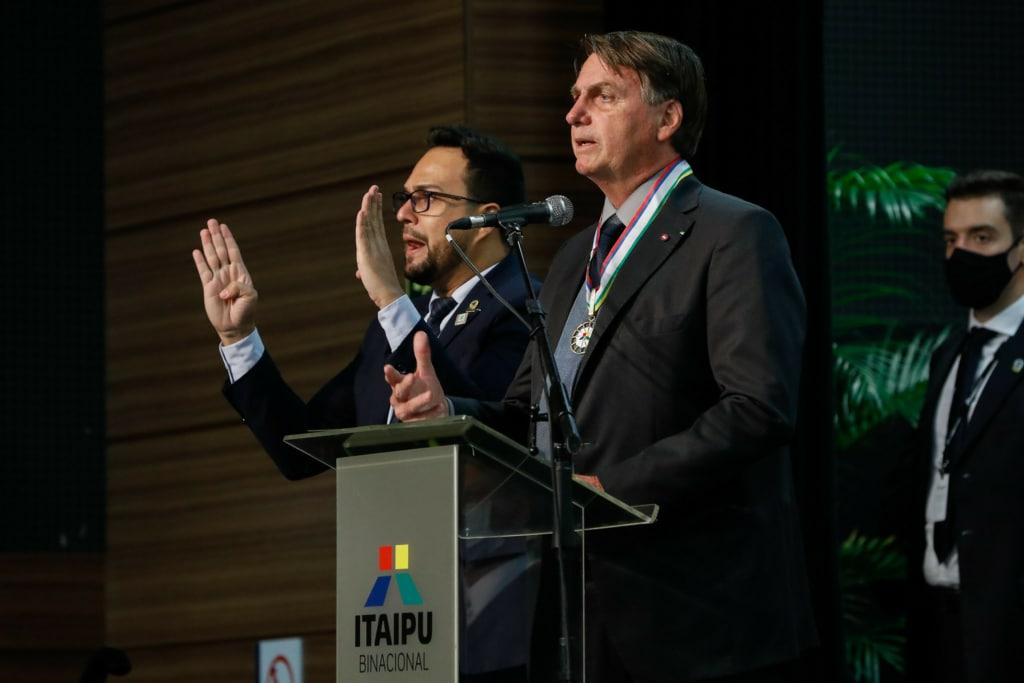 Bolsonaro defende previsibilidade e sugere mudança em política da Petrobras