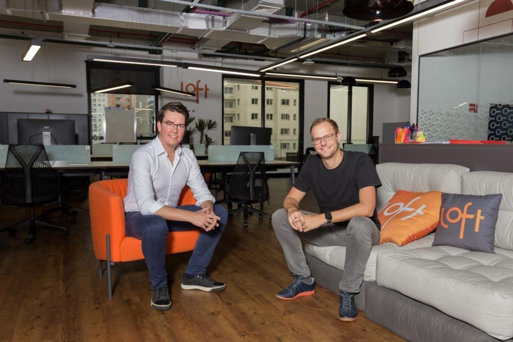 Fundadores da Loft: Mate Pencz e Florian Hagenbuch (camiseta preta)