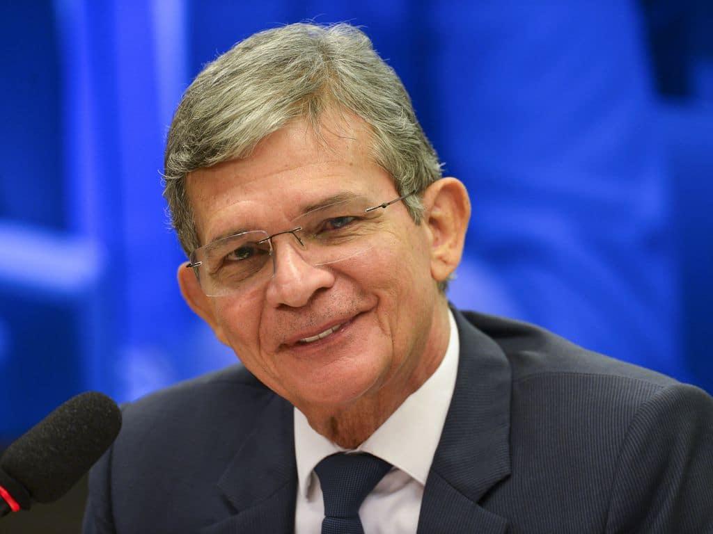Marcada pela tensão, assembleia define novo conselho de administração da Petrobras e a destituição de Castello Branco
