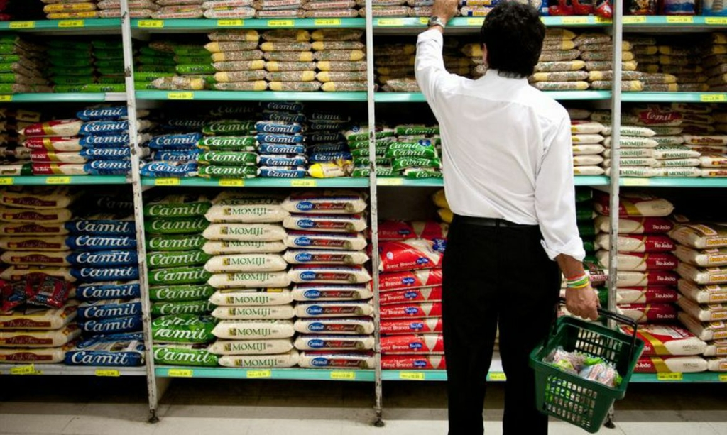Vendas no comércio varejista sobem 0,6% em fevereiro, segundo IBGE